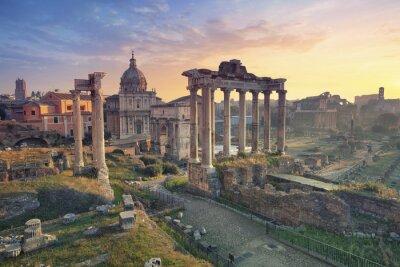 Poster Forum Romanum. Bild von Roman Forum in Rom, Italien bei Sonnenaufgang.