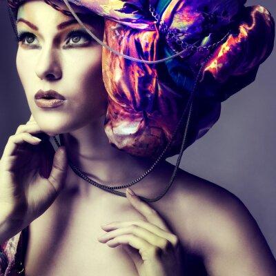 Poster Foto der schönen Mädchen in einem Kopfputz aus der farbigen Stoff