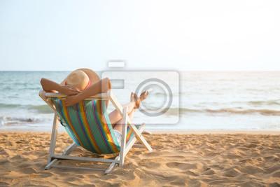 Poster Frau am Strand im Sommer