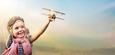 Poster Freedom To Dream - Freudiges Kind Spielen Mit Flugzeug Gegen Den Himmel
