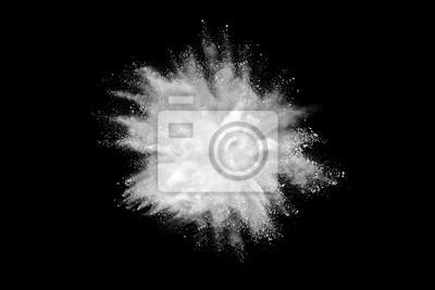 Poster Freeze Bewegung von weißen Pulver Explosionen auf schwarzem Hintergrund isoliert
