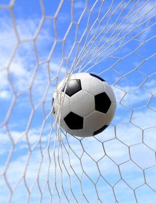 Poster Fußball im Netz auf blauem Himmel