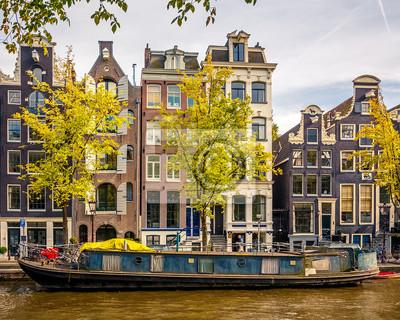Gebäude auf Kanal in Amsterdam