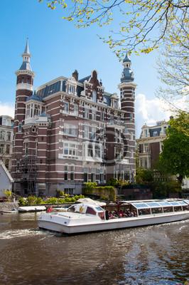 Gemütliches Haus am Singelgrachtkanal mit Boot. Amsterdam, Niederlande.