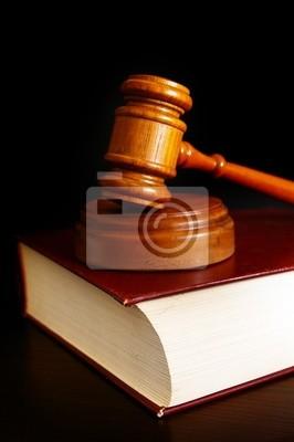 Gericht Hammer oben auf ein Gesetz Buch
