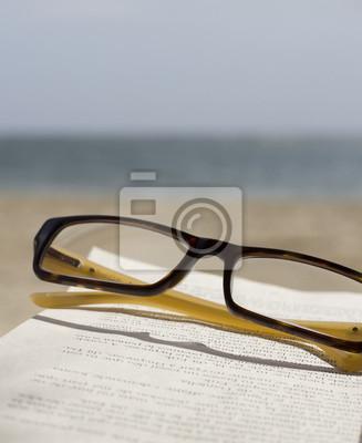 Gläser Buch und Ozean