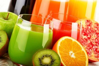 Poster Gläser sortierten Fruchtsaft. Detox Diät