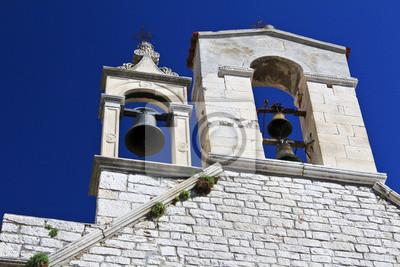 Glockenturm mit Glocken, die Kirche St. Barbara in Sibenik, Kroatien