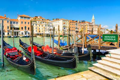Gondeln auf dem Canal Grande in Venedig, Italien