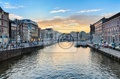 Grachten von Amsterdam bei Sonnenuntergang, Niederlande