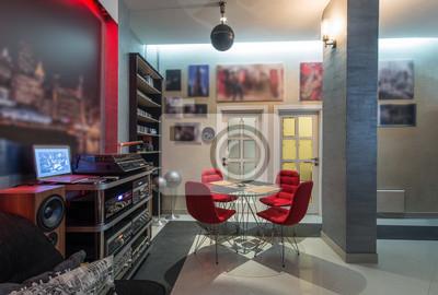 Große moderne wohnung in dunklen tönen, grau und rot wandposter ...