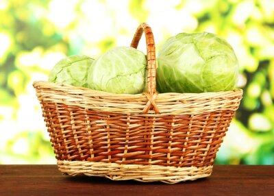 Poster Grünkohl im Weidenkorb, auf hellem Hintergrund