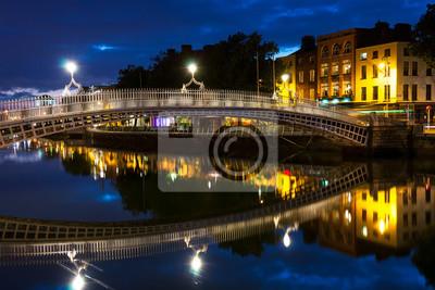 Ha Penny Bridge in Dublin, Irland in der Nacht