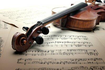 Hals der Geige mit Wirbelkasten und scrool, auf Musik-Blatt.