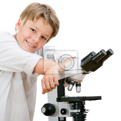 Handsome junger Student mit Mikroskop.