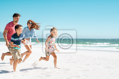 Poster Happy family running on beach