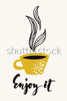 Poster Herbstkalligraphiekarte mit Kaffee- oder Teecup. Genießen Sie es kalligraphischen Text. Vektor abstrakten Design. Farbplakat oder -karte für alle Druckmedien. Goldfarben.