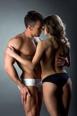 Poster Heterosexuelles Paar zärtlich streichelt einander