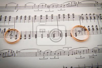 Hochzeitsringe auf den notes.music Herzen
