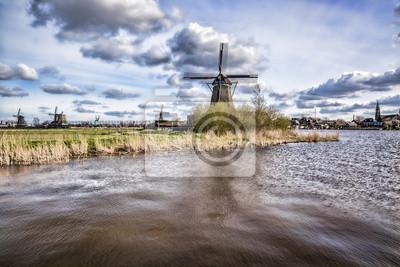 Holländische Windmühlen mit Canal schließen Amsterdam, Holland