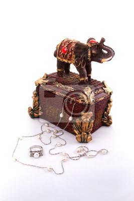 Indische Schmuckschatulle mit Schmuck