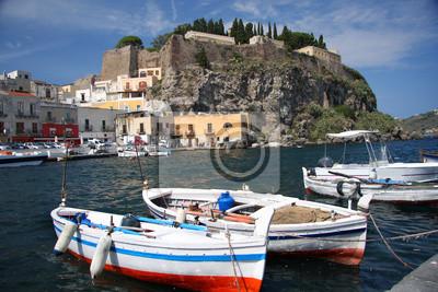 Insel Lipari mit Marina in Italien