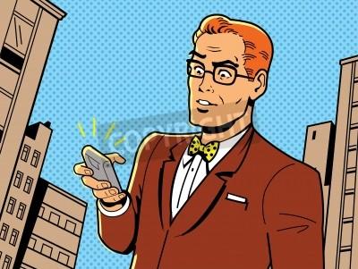Poster Ironic Illustration eines Retro 1940er oder 1950er Mann mit Brille, Fliege und moderne Smartphone