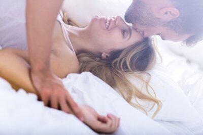 Poster Junge Ehe beim Morgen Sex