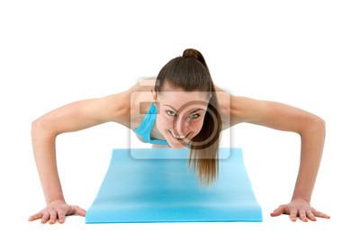 Junge Frau fit machen Liegestütze.