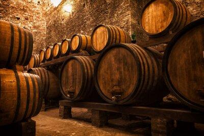 Poster Keller mit Fässern für die Lagerung von Wein, Italien