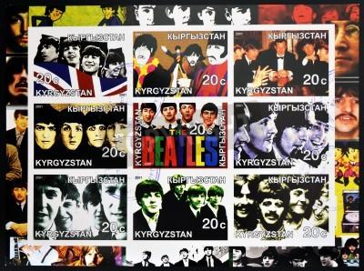 Poster KIRZIGUISTAN - CIRCA 2001 Kollektion Stempel in Kirziguistan gedruckt zeigt die Beatles, um 2001