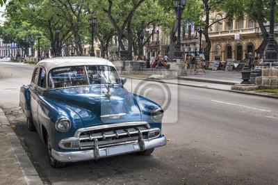 Klassische amerikanische alten blauen Auto in der Altstadt von Havanna, Kuba