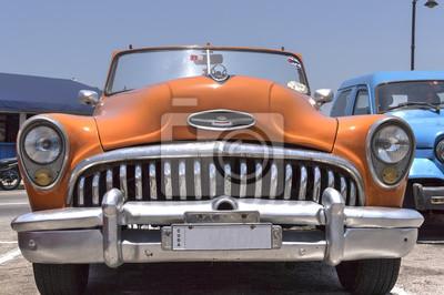 Klassische Orange amerikanisches Auto in Havanna, Kuba