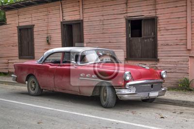 Klassische rote amerikanisches Auto in Guantanamo, Kuba