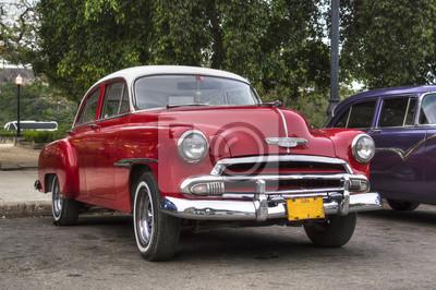 Klassische rote amerikanisches Auto in Havanna, Kuba
