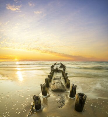 Poster Krajobraz morski-falochron i zachód słońca