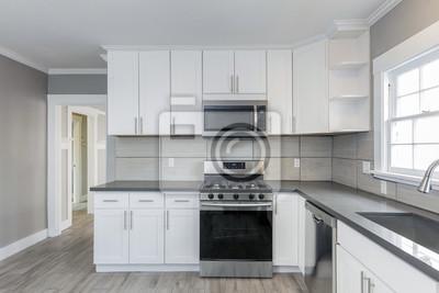Poster: Küchen in weiß neu, mit granit-arbeitsplatten, herd und edelstahl
