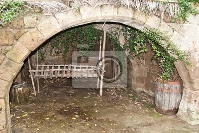 "Künstliche Grotte in ""Civita di Bagnoregio"", Italien."
