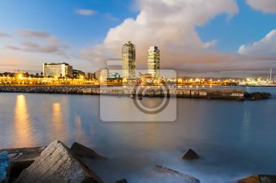 Küstenlinie von Barcelona bei Sonnenuntergang, Spanien