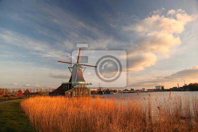 Landschaft mit Windmühle in Holland