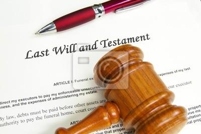 Last Will and Testment Dokument mit Hammer und Stift