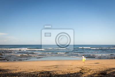 Leeren Strand in einem blauen Himmel Tag in Playa Negra, Nordküste von Costa Rica