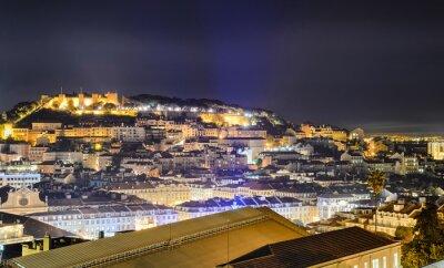 Lissabon Altstadt und das Schloss von São Jorge in der Nacht, Portugal