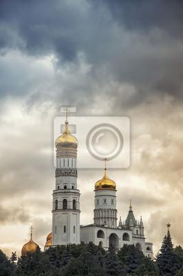 Luftaufnahme des Kreml, Moskau, Russland mit bewölktem Himmel