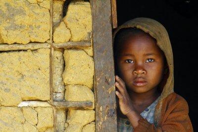 Poster Madagaskar-schüchtern und armen afrikanischen Mädchen mit Kopftuch