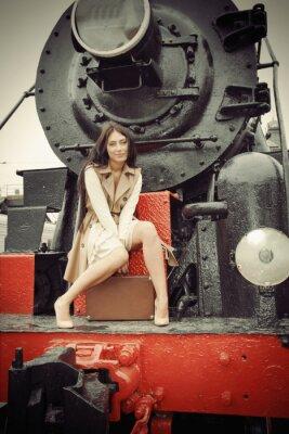 Poster Mädchen auf einem Vintage-Zug sitzen