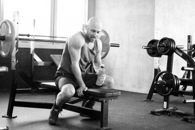 Poster Mann im Fitnessstudio