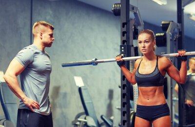 Poster Mann und Frau mit barbell beugen Muskeln in der Turnhalle