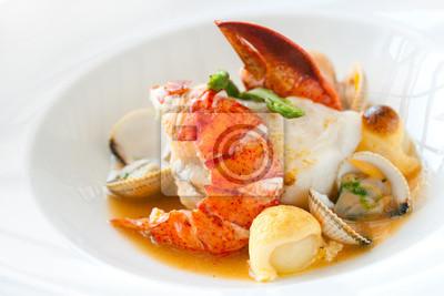 Meeresfrüchte Gericht mit Hummer.