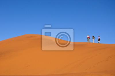 Menschen zu Fuß auf der Düne Namib Wüste, Wandern in Südafrika